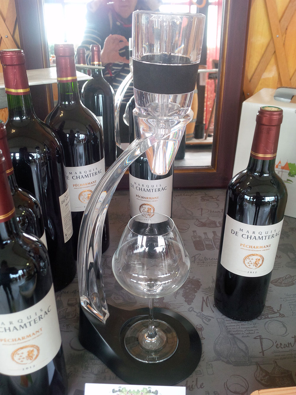 We stopped off to give the dogs a leg stretch near a winery, where we came across this very practical aerator. An all-in-one solution to the challenge of holding the bottle, the glass and the aerator!