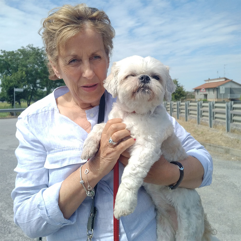 Before we left Italy, we reunited little Daisy with Carol at Tortona. Such a happy look on little Daisy's face!