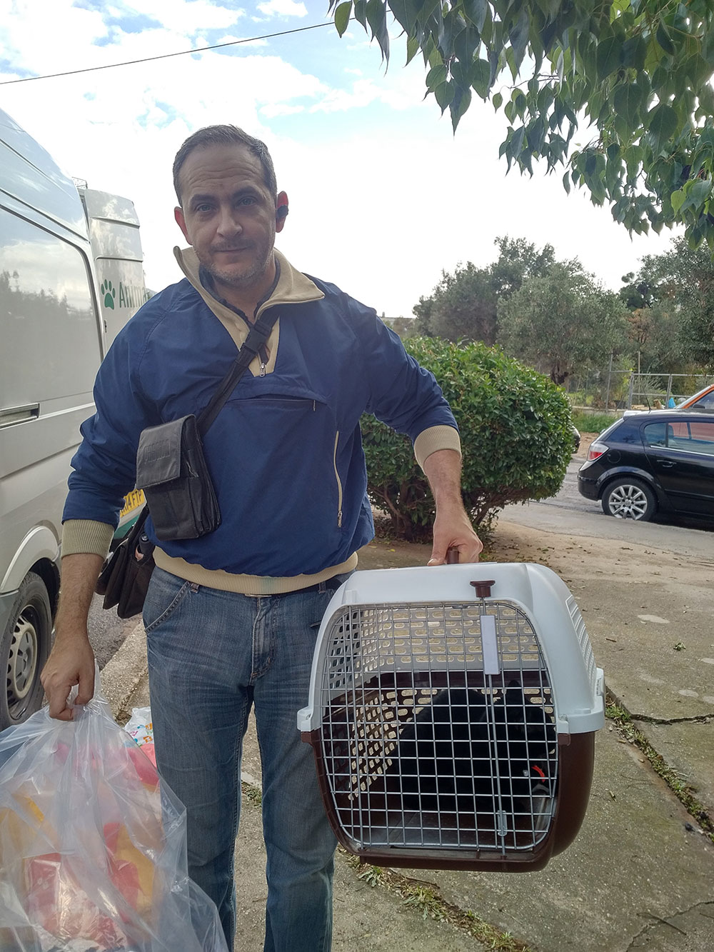 Dimitry arrives with his splendid cat Nera…