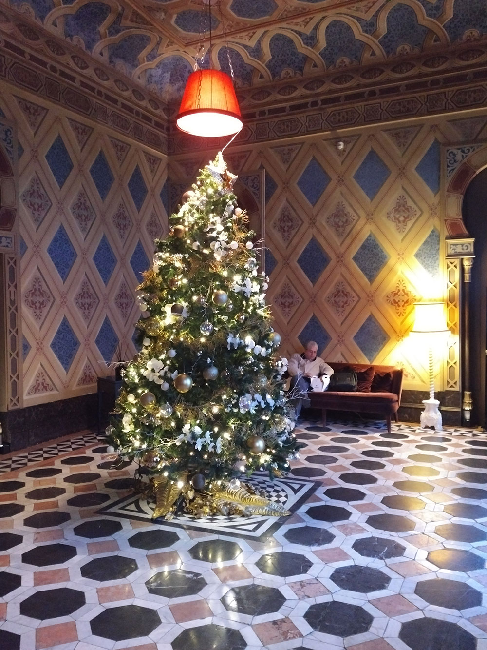 Beautiful Christmas tree spotted in this rather gorgeous Arab-influenced lobby