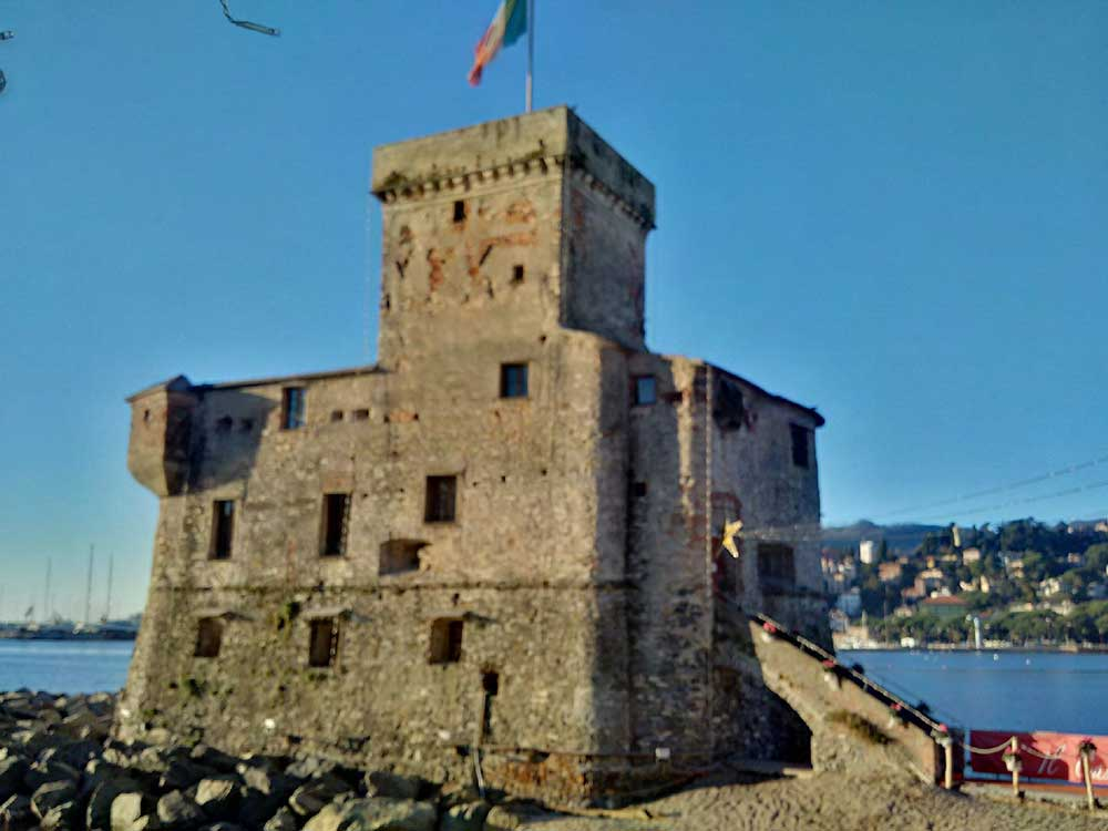 Courier Richard also took a break in Rapallo, which was beautiful by day…