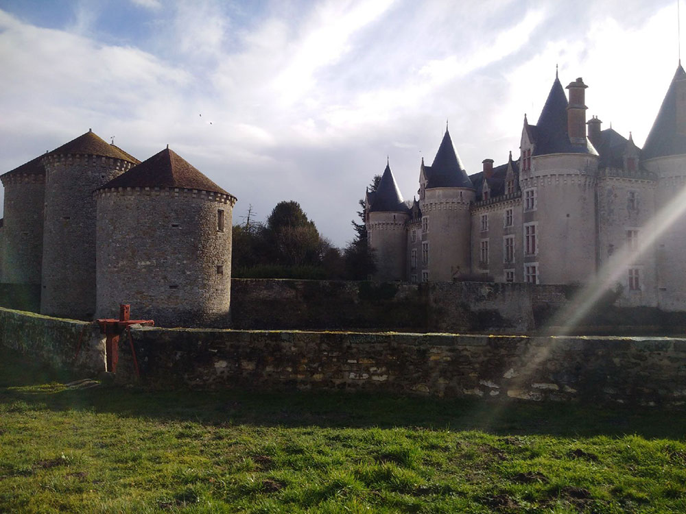We get to travel some pretty routes between collections and deliveries, and here we were treated to a clear view in the mid-morning sunshine of the stunning Chateau Bourg-Archambault in the Vienne department