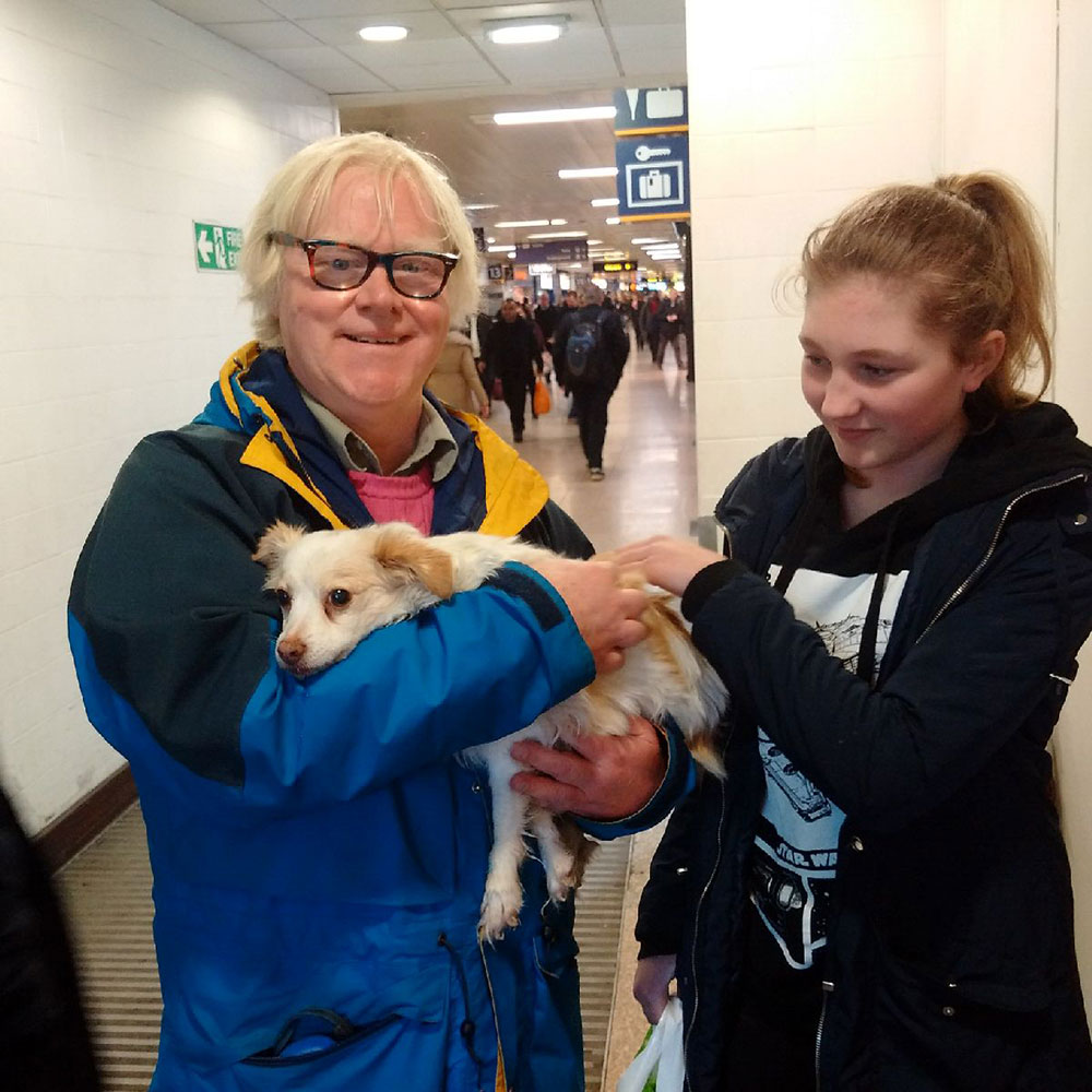 Coco with Raymond and his granddaughter Yvonne, preparing to board the Glasgow-bound train at London Euston