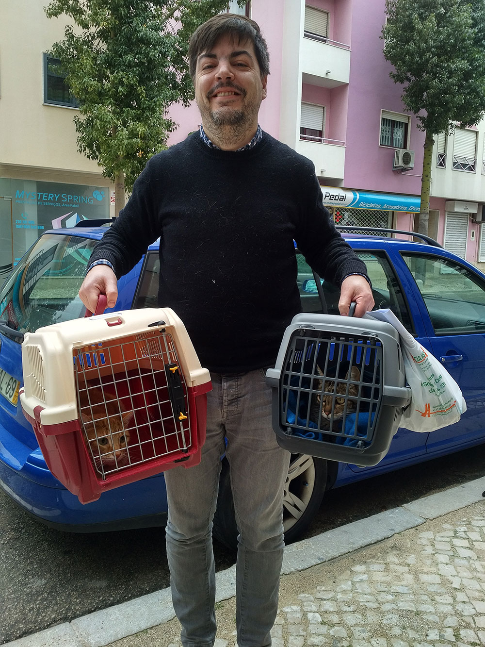 We met up with Nuno and the cats in Montijo
