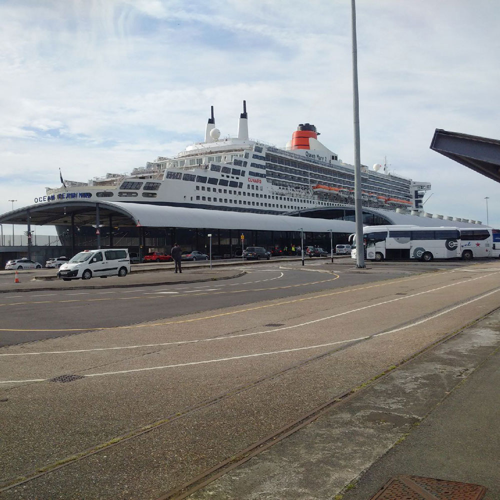 to and from Italy: QM2 docking at Southampton