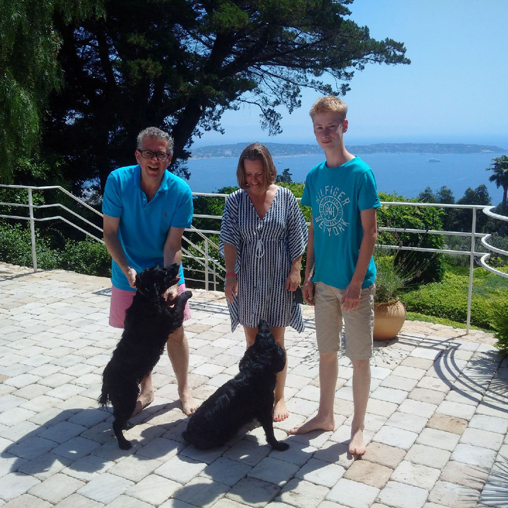 …to the sunny south of France — Boo and Minnie reunited with their family
