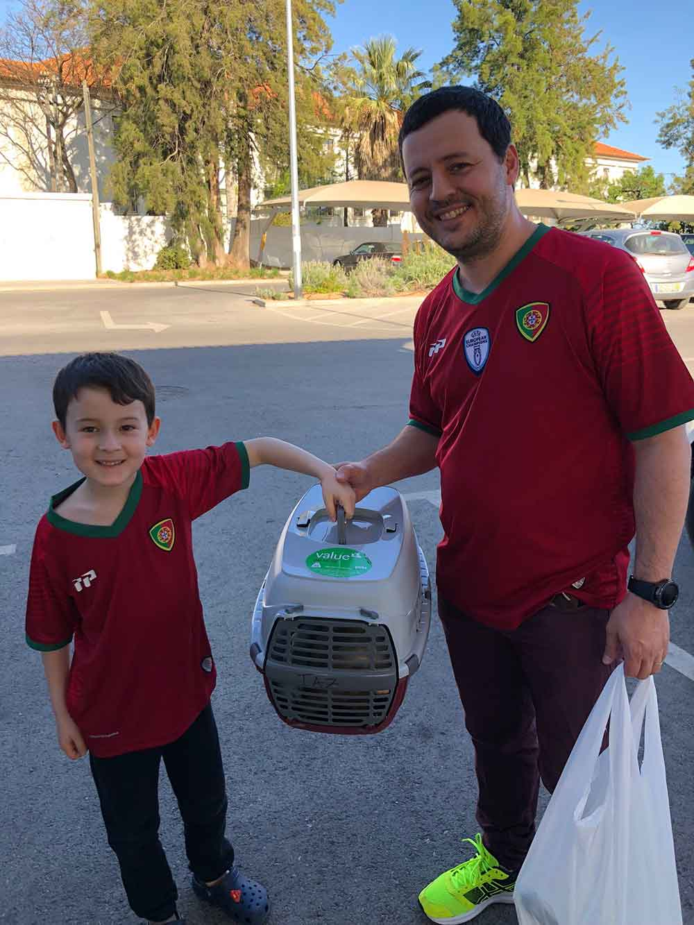 We delivered ferret Taz to delighted duo Anthony and his son at Tavera. Wonder which team they support?!