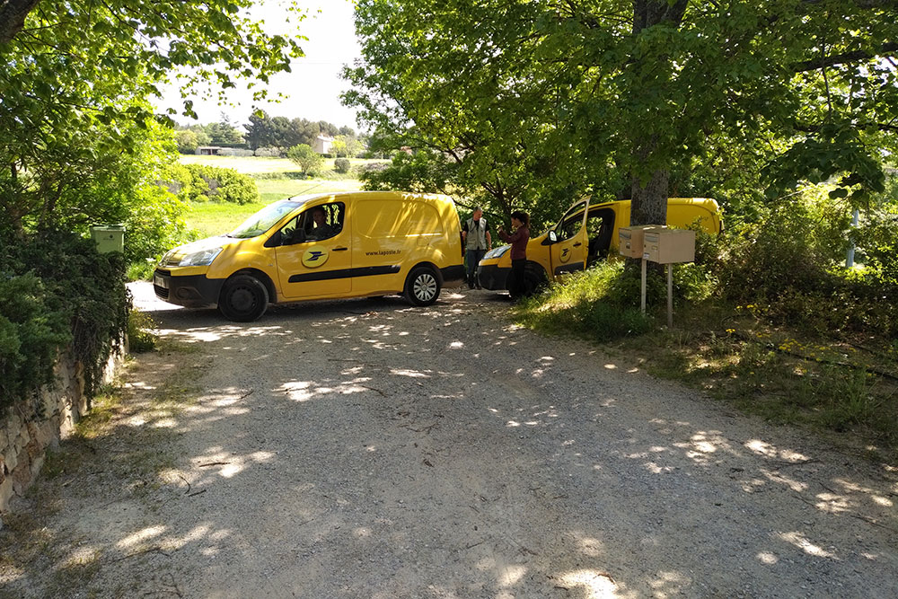 Ready to leave, courier Richard's exit was blocked by a convention of La Poste vans