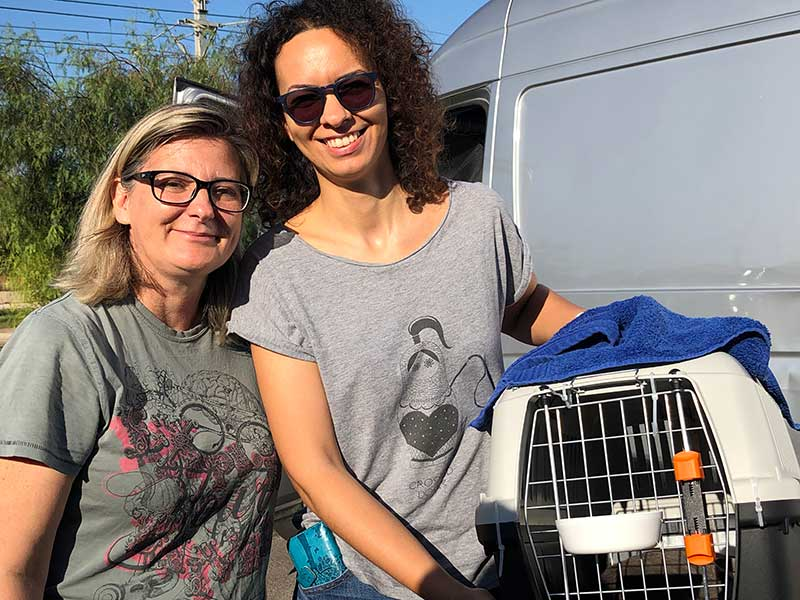 Sonia and her colleague from Nine Lives arriving with Grizzly