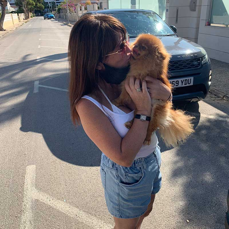 pet travel : Kisses too as the Poms are welcomed to their Spanish home